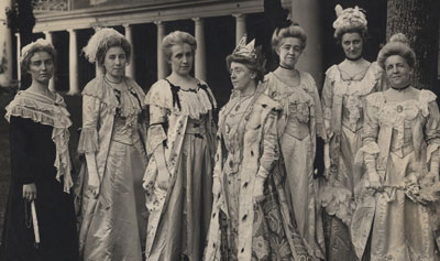 Summer Sessions pageant: ladies of the Colonial Era, circa 1907